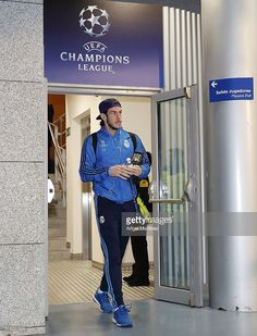 Gareth Bale of Real Madrid arrives prior to the UEFA Champions League Round of 16 Second Leg match between Real Madrid CF and AS Roma at Estadio Santiago Bernabeu on March 8, 2016 in Madrid, Spain.