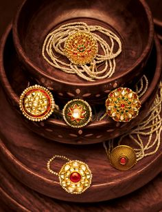 Let's see some of the finest Padmavati movie jewellery collection by Tanishq here. Indian Jewelry Earrings, Indian Jewelry Sets, Silver Jewellery Indian, Royal Jewelry, Bridal Jewelry Sets, Wedding Jewelry, Gold Jewelry, Bridal Jewellery, Diy Jewellery