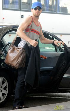 17...The 20 Most Flawless, Perfect Pictures Of Ryan Gosling At The Airport
