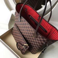 Best Accessories Louis Vuitton Damier Neverful Handbag. Classic Bag for Women To Wear. #Louis #Vuitton #Handbags