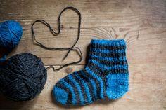 Jos sukkapareja syntyy enemmän kuin sinä ja läheisesi ehditte ikinä käyttää, niitä voi lahjoittaa myös hyväntekeväisyyteen.Tässä12 sukkien...