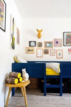 Boys room, blue and yellow features