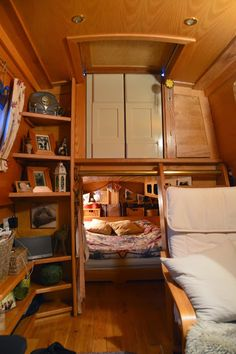 Creative & Cozy Caravan/RV/Boat Interior Design Ideas - napier news Sailboat Living, Living On A Boat, Tiny Living, Living Spaces, Canal Boat Interior, Sailboat Interior, Narrowboat Interiors, Houseboat Living, Houseboat Ideas