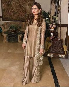 fashion Pretty Casual Style Looks Pakistani Fashion Party Wear, Pakistani Formal Dresses, Shadi Dresses, Pakistani Wedding Outfits, Pakistani Dress Design, Indian Outfits, Indian Fashion, Indian Dresses, Outfits Dress