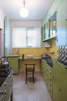 AN INTRODUCTION TO KITCHEN DESIGN The Frankfurt kitchen, designed by Austrian architect Margarete SchutteLihotzky, was one of the first kitchens designed as a complete and efficient system.