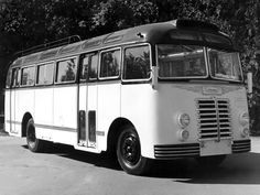 '1951-56 Ikarus 30 New Bus, Bus Coach, Bus Station, Busses, Illustrations And Posters, Old Trucks, Public Transport, Locomotive, Old Cars
