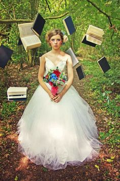 Alice in Wonderland Wedding Dress | http://simpleweddingstuff.blogspot.com/2014/03/alice-in-wonderland-wedding-dress.html