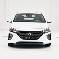 #공기흐름 을 형상화한 #순수 하고 깨끗한 #아이덴티티 의 #아이오닉 #하이브리드  @hyundai_ioniq  #IONIQ #hybrid is managed to crystalize #clean and #pure #identity of #air flow  #Hyundai #motor #car #eco #white #drive #new #stylish #aerodynamic #DrivingDevice #FutureMobility #daily #현대자동차 #전기차 #플러그인하이브리드 #폴라화이트 #자동차그램 #카스타그램 #자동차