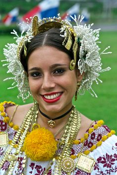 Panama, Pollera people