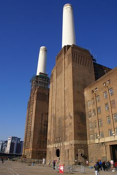 Battersea Power Station Brick Works, Battersea Power Station, Art Deco Stil, Pump House, London History, Nyc Subway, Industrial Photography, Building Art, England And Scotland