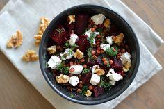 Salade van bietjes, linzen, geitenkaas en walnoten - Pretty Good Cooking