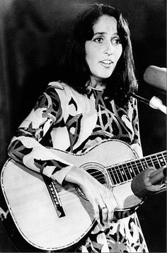 American folksinger and song writer Joan Baez in during her free concert on the grounds of the Washington Monument in Washington, D. 60s Music, Music Pics, Music Photo, Joan Baez, Guitar Girl, Old Hollywood Stars, British Invasion, Bob Dylan, Women Life