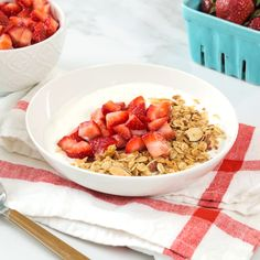 Dessert for breakfast? This delicious breakfast bowls tastes like Strawberry Shortcake and is loaded with fresh cut strawberries and homemade granola that you can feel really good about! Breakfast Snacks, Breakfast Bowls, Breakfast Recipes, Healthy Strawberry Shortcake, Strawberry Recipes, Easy Cake Recipes, Snack Recipes, Healthy Snacks, Healthy Recipes