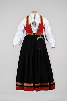 Norwegian Christmas, Line S, Mest Populære, Traditional Outfits, Norway, American Girl, Doll Clothes, High Waisted Skirt, That Look