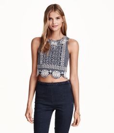 Short, sleeveless top in woven cotton fabric with embroidery. Concealed zip at back. Lined.