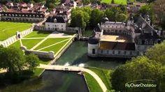 4) CHATEAU DE TANLAY, HISTOIRE:  En 1635, le seigneurie passe à Claude Vignier, 1° président au Parlement de Metz. En 1642, il revend Tanlay à un proche de Mazarin: le surintendant des finances Michel Particelli d'Emery. Celui-ci charge l'architecte Pierre Le Muet d'achever les travaux. Entre 1642 et 1650, il fait élever l'aile droite du bâtiment, selon un plan symétrique en U qui encadre, la cour d'honneur.
