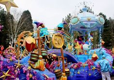 Disneyland parade - Google 検索