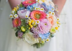 あなたの結婚式にぴったりなのはこれ♡〔シルエット別〕に見るおすすめブーケまとめ✳︎のトップ画像