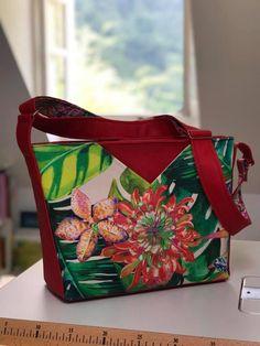 Sac Mambo rouge et imprimé floral cousu par Laurence - Patron Sacôtin