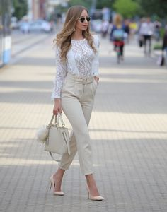 zara #oxford #shoes #beige #white #poncho #outfit #blogger