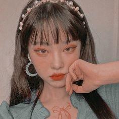 Korean Aesthetic, Aesthetic Themes, Aesthetic Girl, Black Korean, Ulzzang Korean Girl, Uzzlang Girl, Emo Girls, Pretty People, Icons