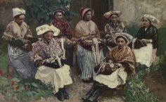 20101101172302!A_group_of_lace_makers_-_A_book_of_the_Cevennes.jpg (2246×1388)