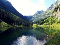 Talalpsee Glarnerland #lake #naturephotography #switzerland #places #schweiz Seen, Switzerland, Nature Photography, River, Mountains, Places, Outdoor, Environment, Outdoors