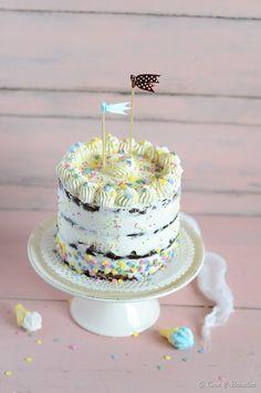 Bolo de aniversário de chocolate e baunilha com chantilly ::: Chocolate