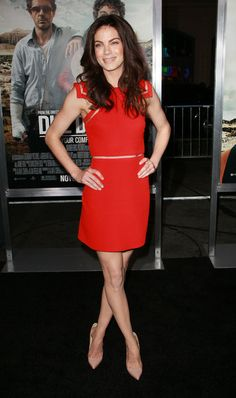 Michelle Monaghan in Versace Red Dress Michelle Monaghan, Celebrity Stars, Fancy Party, Cutout Dress, Celebrity Dresses, Star Fashion, Short Skirts, Lady In Red, Casual Dresses