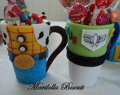 Caneca decorada Toy Story Pot A Crayon, Paint Your Own Pottery, Diy Mugs, Pots, Pasta Flexible, Dollar Store Crafts, Polymer Clay Crafts, Pottery Painting, Cold Porcelain