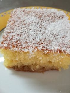 """Η Συνταγή είναι της κ. Urania Zantioti – """"Οι Νεες Συνταγες της μελι-τζ-Αννας"""" Υλικά 1 φλυτζάνι ηλιέλαιο 1 φλυτζάνι ζάχαρη 1 φλυτζάνι σιμιγδάλι ψιλό 1 φλυτζάνι ινδοκαρυδο 1φλυτζάνι αλεύρι 4 αυγά 1/2 φλυτζάνι γάλα 1 φακελάκι μπέικιν παουντερ Ξύσμα λεμονιού Σιρόπι 3 1/2 φλυτζάνια Greek Sweets, Greek Desserts, No Cook Desserts, Sweets Recipes, Greek Recipes, Cake Recipes, Cooking Recipes, Greek Pastries, Biscotti Cookies"""