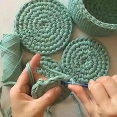 Crochet Bag Tutorials, Crochet Videos, Crochet Basics, Diy Crochet, Crochet Crafts, Yarn Crafts, Crochet Stitches, Crochet Projects, Macrame Patterns