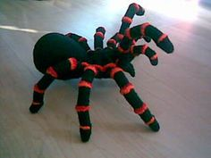 2000 Free Amigurumi Patterns: Red Knee Spider