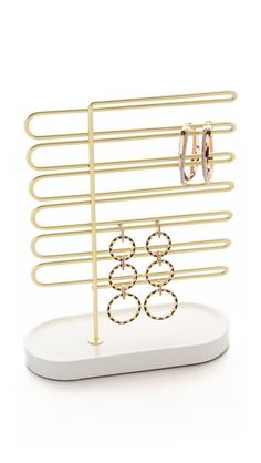 This aesthetically pleasing brass earring holder allows you to arrange your drop earrings, modern hoops and sparkly studs however you please.
