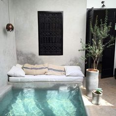 Backyard plunge pool with reading nook Riad Marrakech pool Patio Interior, Interior And Exterior, Interior Design, Cosy Interior, Interior Work, Design Interiors, Bathroom Interior, Mini Piscina, Outdoor Spaces