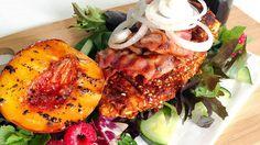 Ukens matblogger: Kyllingfilet med bacon og grillet fersken