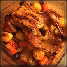 Hähnchen im Ofen mit Gemüse und Kartoffeln mit Aioli und Gewürzgurken schmeckt es noch besser! Zutaten: - 1 ganzes Hähnchen gewaschen - 3-4 Kartoffeln geschält - 3-4 Karotten geschält geschnitten - 2-3 Zwiebel geschält geschnitten - Hähnchengewürz - Olivenöl Zubereitung: Glasform mit Öl einreiben Hähnchen mit Öl und ordentlich Hähnchengewürz einreiben Karotten Kartoffeln und Zwiebeln drumherum legen für 1:15 Std. bei 220 Grad Ober-Unterhitze im Ofen backen alle 30min das Hähnchen wenden Alle…