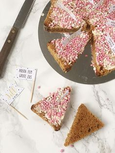 Gingerbread cake with mice – maternity food – nursery … – Cute Baby Humor Baby Shower Snacks, Baby Shower Drinks, Baby Food Recipes, Sweet Recipes, Crawling Baby, Gingerbread Cake, Baby Co, Food Humor, Funny Babies