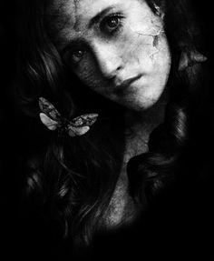 Sono stata violentata..   « immagine »   io so che vuol dire sentirsi minacciati per sempre... io so che la vita di chi ha subito una violenza finisce in quell'attimo  in cui la violenza comincia... io so che non ci saranno per secoli giorni  in cui sarai felice di essere sopravvissuta... io so che...