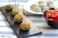 Deliciosas croquetas cremosas de espinacas y queso azul. Con fotos paso a paso de su elaboración y presentación. Receta de aperitivo. Receta de v...