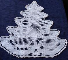 Brauchen Sie etwas besonderes dieser Urlaubssaison? Dieser schöne Baum-Deckchen machen Arbeit. Baum wird aus weißem Baumwollfaden #10 mit einer Linie des silbernen Einfassung hergestellt. Es macht Ihren Urlaub Tisch festlich suchen oder es wird schönes Geschenk für jemand besonderen machen. Diese Deckchen kann auch in großen Tisch Topper erfolgen durch die Verbindung von sechs Bäume wie in gezeigt Foto zusammen. Benutzerdefinierte Aufträge Willkommen. Es ist Maschine waschbar, lag flach…