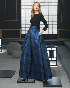 Rosa Clarà Cocktail, collezione 2016, abito di broccato e crêpe (nero/blu)