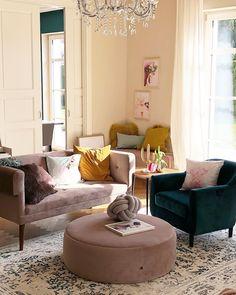 Gelbes Wohnzimmer, Kissen Design, Kronleuchter, Samt, Wohnzimmer Ideen,  Sorgen, Einzigartig, Knoten, Wohnraum