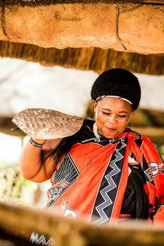 Swazi people - A Swazi woman dancing South African Tribes, Royal Lineage, East Africa, Culture, Dancing, Photo And Video, Woman, People, Image