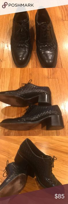 EUC WOVEN LEATHER OXFORD STYLE SHOES W/ HEEL HAD THESE IN BROWN AND SOLD IMMEDIATELY! NOW I HAVE BLACK!! AS I HAVE MENTIONED MY FAV STYLE SHOE FOR THE SEASON IS THE MENS STYLE OXFORD SPECTATOR SHOE. THIS COLE HAAN IS REALLY UNIQUE BECAUSE THE TOE IS A SOFT SIMPLE LEATHER AND THE BODY OF THE SHOE IS WOVEN LEATHER - AREA ATOUND LACES GOES BACK TO THE SIMPLE PLAIN LEATHER - LOVE THAT THESE HAVE A LITTLE HEEL TO THEM! TOTALLY AWESOME WITH A SUIT ( and your comfortable) MY FAV AS ALWAYS IS WITH…