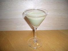 グラスホッパー:グリーンペパーミントリキュール1、ホワイトカカオリキュール1、生クリーム1をシェイク