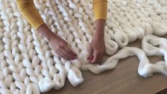 DIY : How to hand knit an extra chunky merino blanket with SuperComfy wool