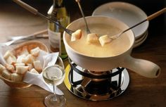 If you're a true cheesehead, take a Swiss vacay to try the fondue and raclette at La Fromagerie in Leysin. Fondue Recipes, Appetizer Recipes, Appetizers, Swiss Cheese Fondue, Date Night Recipes, Artisan Cheese, Tapas, Catering, Favorite Recipes