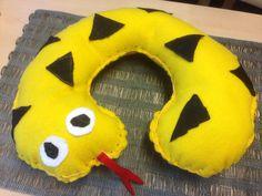 Niskatyyny essiluokkalaisen tekemänä. Easy Crafts, Crafts For Kids, Arts And Crafts, Operation Christmas Child, Textile Fabrics, Preschool Crafts, Pet Toys, Handicraft, Activities For Kids