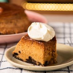 Flan de Dulce de Leche y Oreo 🍪 . Mexican Food Recipes, Sweet Recipes, Easy Desserts, Dessert Recipes, Cheesecake Recipes, Savoury Cake, Christmas Desserts, Baking Recipes, Love Food